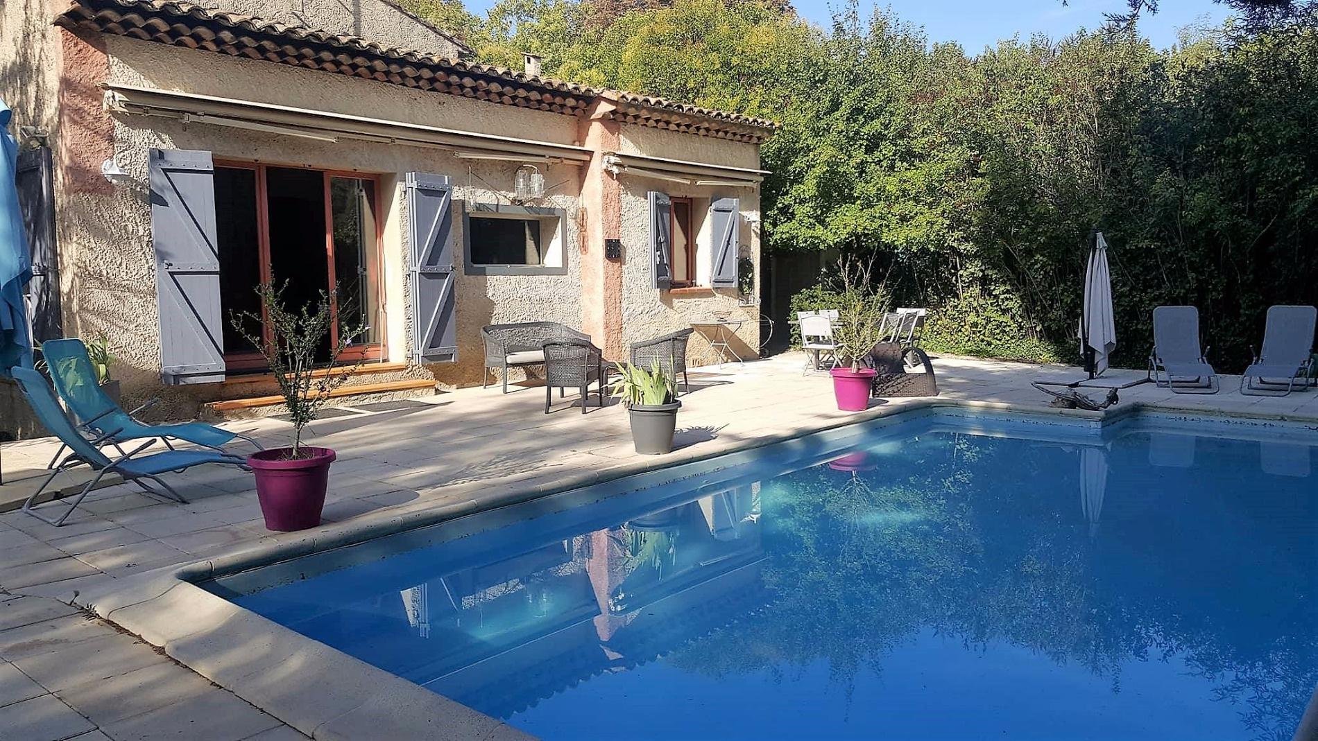 Location de vacances Villa Mirabeau 84120